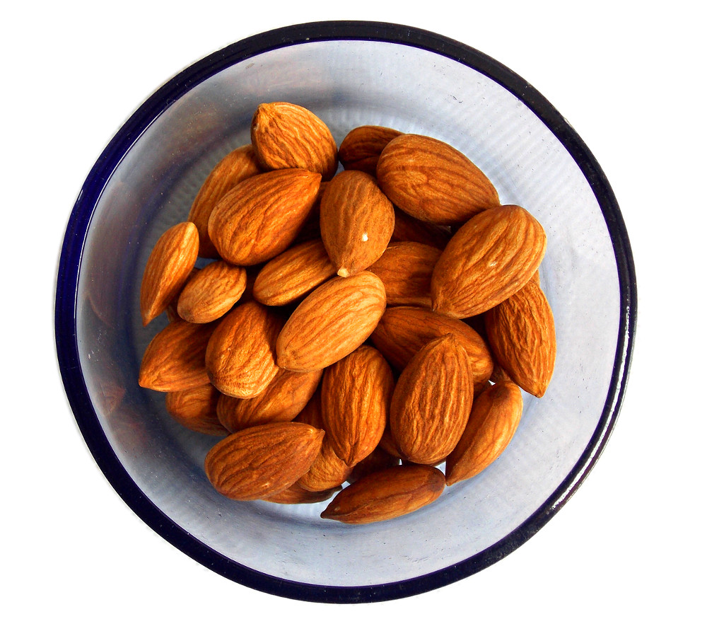 source of vitamin E, almonds
