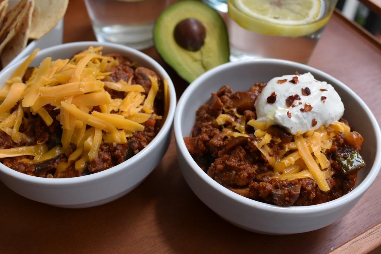 beefy chili recipe, chili, grassfed beef, recipes, tee gardner