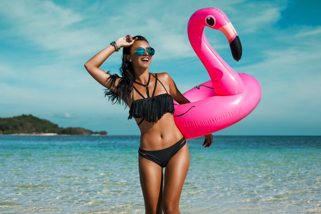 flexible fasting, woman with flamingo on beach